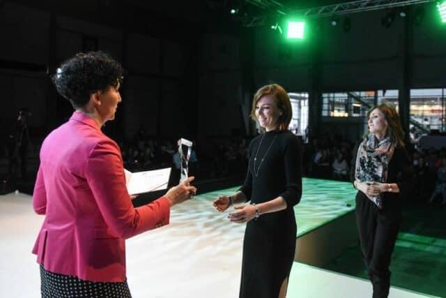 Lek.dent. Magda Tyrka odbiera nagrodę Mistrzowie Urody 2018
